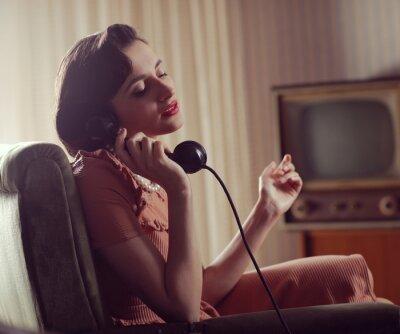 Картина Женщина на телефон