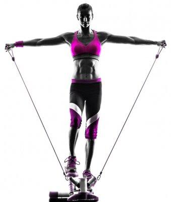 Картина женщина фитнес шаговых сопротивления полосы упражнения