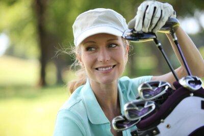 Картина Женщина на поле для гольфа