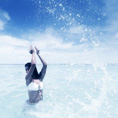 Картина Женщина брызг в море