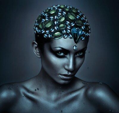 Картина женщина с драгоценными камнями голове