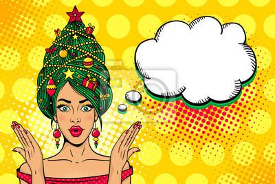 Wow поп-арт Рождественское лицо. Молодая сексуальная удивлен женщина с открытым ртом, новогодняя елка на голову поднимает руки. Векторные яркие иллюстрации в стиле ретро комиксов. Новогодний пригласит