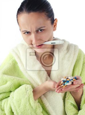 Молодые больные женщины с наркотиками, изолированных на белом фоне