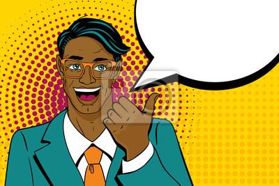 Молодые удивлен афро-американских человек с открытым ртом, указывая пальцем с речью пузырь в стиле поп-арт ретро. Урожай векторный характер. Поп-арт фон вектор.
