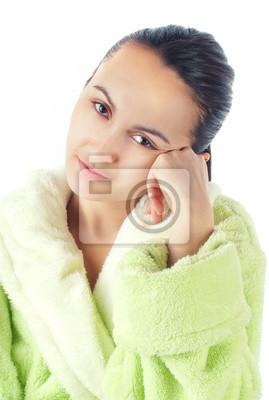 Молодые устал женщины после купания, изолированных на белом