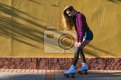 Картина Молодая женщина в роликовых коньках