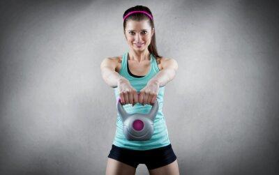 Картина Молодая женщина гиря тренировки