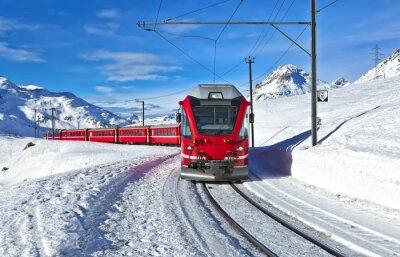 Фотообои Красный швейцарский поезд проходит через снег