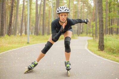 Фотообои Активная женщина на роликовых коньках