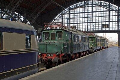Фотообои Alte Lokomotiven им Bahnhof