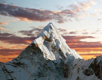 Фотообои Ама Даблам на пути к базовому лагерю Эвереста