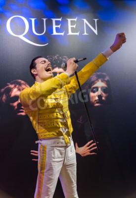 Фотообои AMSTERDAM, НИДЕРЛАНДЫ - 25 АПРЕЛЯ 2017 ГОДА: статуя воска Freddie Mercury в музее мадам Тюссо 25 апреля 2017 года в Амстердаме Нидерланды.