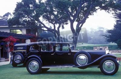 Фотообои Удлиненный Bugatti на дисплее на 35-й Пеббл Бич Concours D'Ellegance, 6 Bugatti Royales.