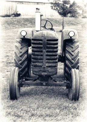 Фотообои Старый Сельскохозяйственный трактор - Слегка тонированное
