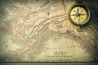 Фотообои Античный компас над старой карте XIX века