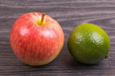 Apple, и известь на столе