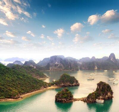 Фотообои Архипелаг из множества островов в бухте Халонг во Вьетнаме