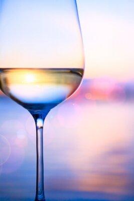 Фотообои Искусство белое вино на морском фоне летом