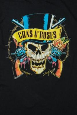 Фотообои AVEIRO, ПОРТУГАЛИЯ - 20 ИЮЛЯ 2016: Иллюстрация футболки Guns n 'Roses. Guns N 'Roses - это самые продаваемые в мире группы всех времен.