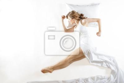 Потерять одежду или деталь одежды во сне — знак того, что ваши надежды напрасны.