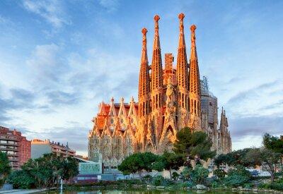 Фотообои БАРСЕЛОНА, ИСПАНИЯ - ФЕВРАЛЬ 10: La Sagrada Familia - оттиске