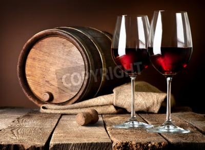 Фотообои Ствол и рюмки красного вина на деревянный стол