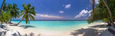 Фотообои панорама Пляж на Мальдивах с голубое небо, пальмы и turquoi