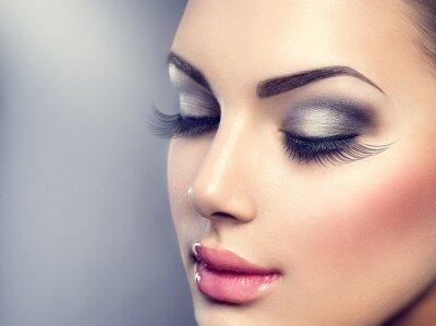 Фотообои Красивая мода макияж роскошь. Длинные ресницы, идеальная кожа