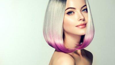 Фотообои Красивая женщина окраски волос. Модная модная стрижка. Боб короткая стрижка. Концепция раскраски волос. Салон красоты
