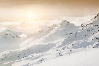 Фотообои Красивый зимний пейзаж с покрытыми снегом гор