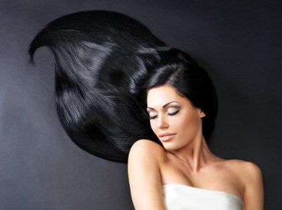 Фотообои Красивая женщина с длинными прямыми волосами