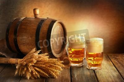 Фотообои бочка пива с пивом очки на стол на коричневом фоне