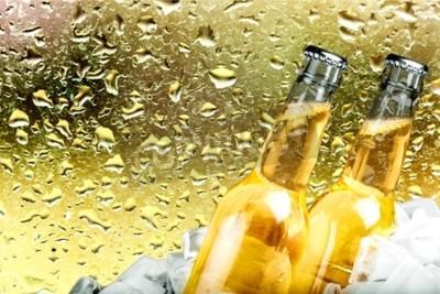 Фотообои Пиво, бутылки пива, льда.