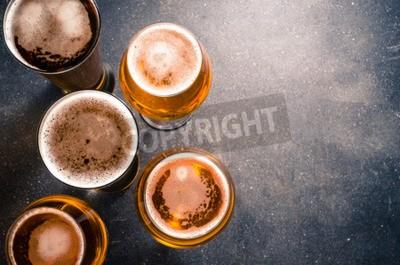 Фотообои Стаканы для пива на темном столе