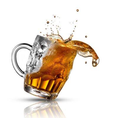 Фотообои Пиво всплеск стекла, изолированных на белом