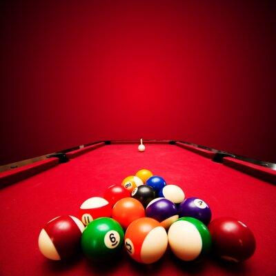 Фотообои Бильярд игра в бильярд,. Цвет шаров в треугольнике, направленные на биток