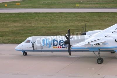 Фотообои Бирмингем, Великобритания - 24 апреля 2013: Пилоты такси Flybe Bombardier Дэш 8 Q-400 в Бирмингеме аэропорта, Великобритания. Flybe осуществляется 7600000 пассажиров в 2013 году.