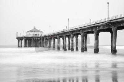 Фотообои Черно-белое фото Manhattan beach pier, Калифорния.