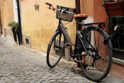 Фотообои Черный классический велосипед на римской улице