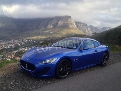 Фотообои Синий Maserati с Столовой горы в фоновом режиме