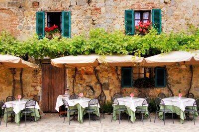 Фотообои Кафе столы и стулья снаружи каменного здания в Тоскане