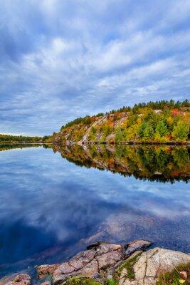 Фотообои Канада, октябрь, Онтарио, осень, синий, кабина, облака, цвет, cottege, осень, зеленый, остров, озеро, пейзаж, отпуск, природа, оранжевый, красный, сезон, дерево, вода, желтый, консервации, геологии, р