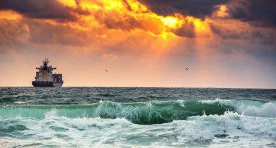 Фотообои Грузовое судно с контейнерами в свете восхода солнца