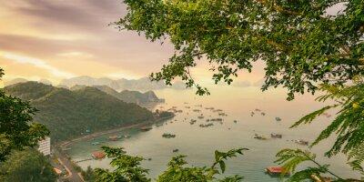 Фотообои Cat Ba Island красочные лодки