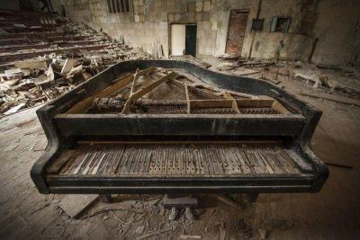 Фотообои Чернобыль - крупным планом старый рояль в зале