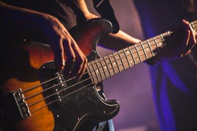 Фотообои Крупным планом фото бас-гитариста