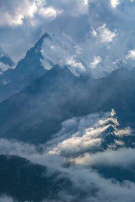 Фотообои пасмурный день в горах