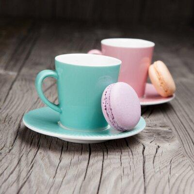 Фотообои Кофейные чашки с французскими миндальное печенье на столе