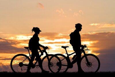 Фотообои пара с велосипедом на закате