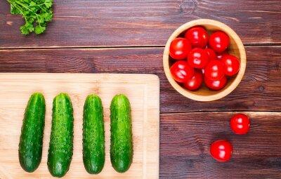 Огурцы и помидоры черри и зелень петрушки и нож